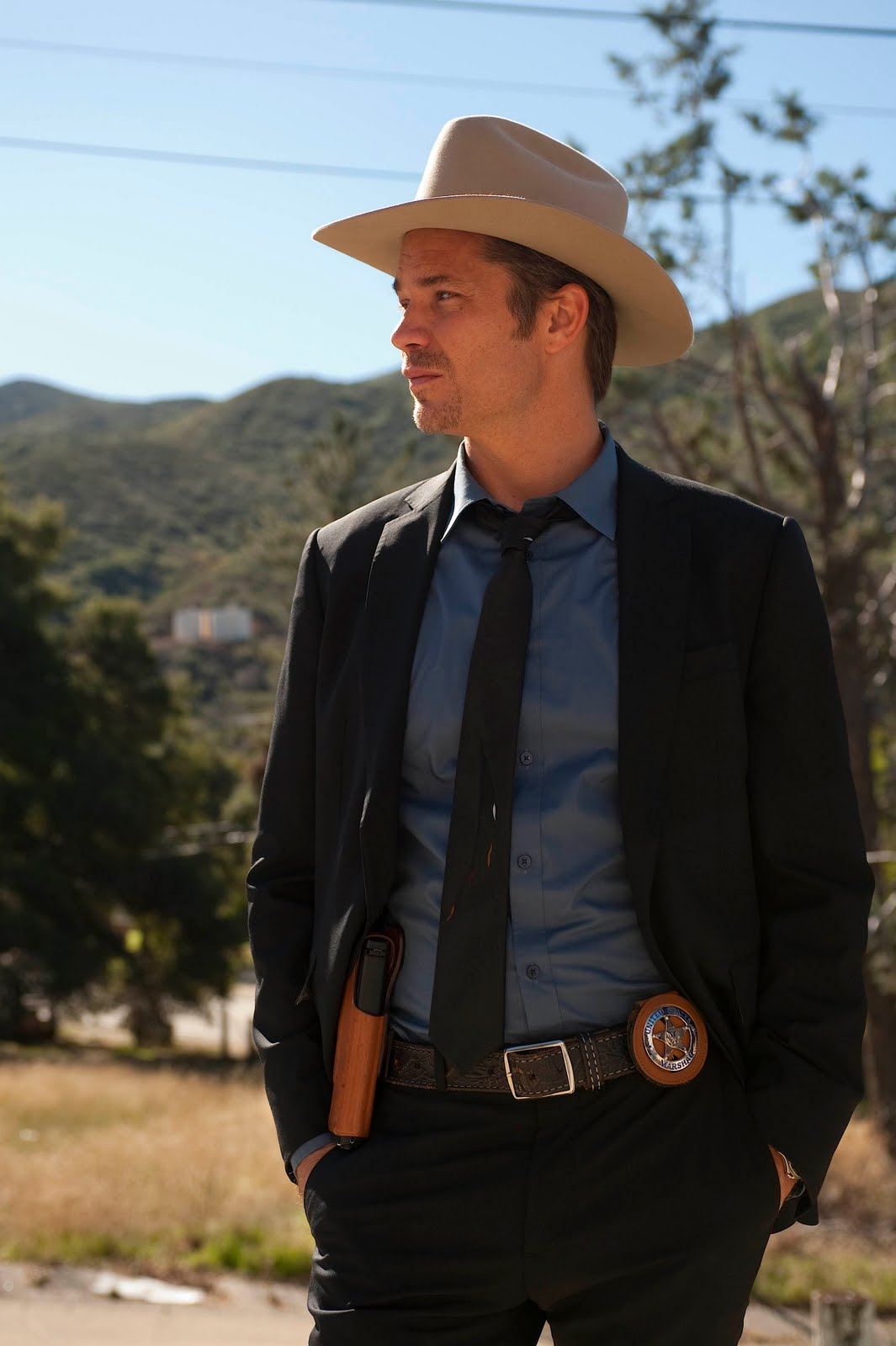 d91fdbeaafb92 It s a great hat and it looks good on him. From another blog I read  (http   justified.blogs.fxnetworks.com 2010 03 16 wardrobe-for-raylan-givens )